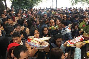 Hàng nghìn người đổ về tạ lễ cuối năm, Phủ Tây Hồ chật cứng