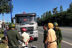 Bắt 2 xe vận chuyển trên 50 tấn chất thải nguy hại