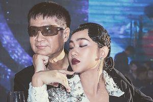 Sau ồn ào 'chúc mừng Vân Hugo ly dị chồng', đạo diễn Lê Hoàng tình tứ bên Song Ngư