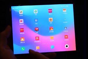 Những hình ảnh đầu tiên về smartphone màn hình gập của Xiaomi