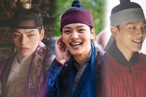 'Hút hồn' trước đôi mắt quyến rũ, nụ cười tỏa nắng của Yeo Jin Goo tại hậu trường 'The Crowned Clown'