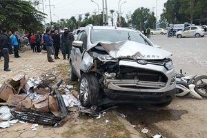 Tông đuôi taxi, xế hộp đâm tiếp 3 xe máy, 2 người tử vong