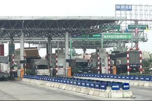 Điều tra xử lý tài xế container 'ăn vạ' tại BOT Tiên Cựu