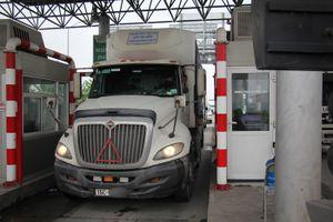 Tài xế container không mua vé, đạp barie, đỗ xe trong trạm BOT Tiên Cựu ở Hải Phòng