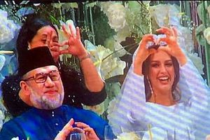 Người vợ hoa hậu Nga bí ẩn của vua Malaysia vừa thoái vị