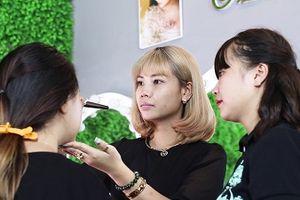 'Làm đẹp cho đời nhưng quên mất làm đẹp cho chính mình' - Nỗi đau giấu kín của nhiều người làm nghề Makeup