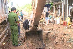 Quảng Ngãi: Bom phát nổ giữa khu dân cư, hàng chục căn nhà bị hư hỏng