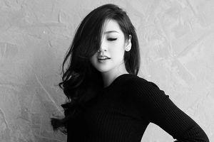 Chuyện showbiz: Á hậu Tú Anh sinh con chỉ sau 5 tháng kết hôn