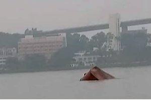 Tàu nước ngoài đâm gãy tàu thủy nội địa, thuyền trưởng tử nạn