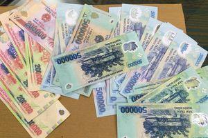 Cảnh sát hình sự bắt nhóm dùng tiền giả mua điện thoại di động