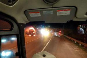 Xe cháy ngùn ngụt trên đường dẫn vào hầm Hải Vân