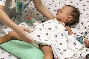 Bé 15 tháng tuổi nguy kịch vì uống nhầm thuốc trừ sâu