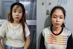 TPHCM: 2 cô gái kéo túi xách trộm điện thoại của người dừng đèn đỏ