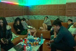 Hàng chục 'dân chơi' thuê nhà nghỉ sử dụng ma túy