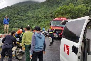 Xe khách rơi xuống vực ở đèo Hải Vân, 23 người gặp nạn