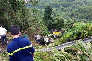 Vụ xe khách bị lật rơi xuống đèo Hải Vân: Một người tử vong