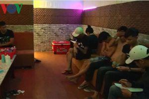 Hàng chục thanh niên nam nữ thuê nhà nghỉ chơi ma túy