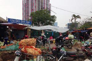 Nhếch nhác khu chợ tạm Dịch Vọng Hậu