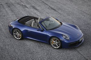 Mui trần Porsche 911 Cabriolet 2020 lộ diện