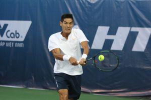 Giành thắng lợi kịch tính, tay vợt Việt kiều vào tứ kết Vietnam Open