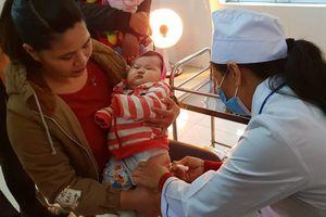 Bộ trưởng Y tế động viên người dân tiêm chủng vaccine ComBE Five