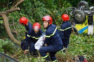 Xe khách chở sinh viên lao xuống đèo Hải Vân: 1 người đã tử vong