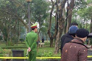 Tin mới vụ người phụ nữ tử vong bất thường trong vườn hoa ở Hà Nội