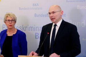 Đức bắt giữ nghi phạm phát tán 'thông tin chính trị gia'