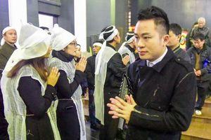 Gia đình, bạn bè tiễn biệt nhạc sĩ, nhà thơ Nguyễn Trọng Tạo trong mưa lạnh