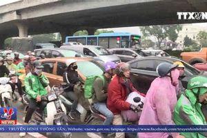 Ùn tắc nghiêm trọng nhiều tuyến đường ở Hà Nội