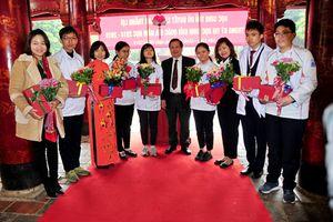 184 học sinh giỏi Thủ đô làm lễ dâng hương tại Văn Miếu - Quốc Tử Giám