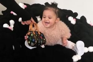 Kim Kardashian chi hàng nghìn USD mua túi hiệu tặng con và các cháu
