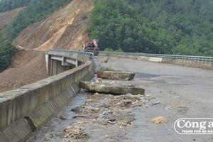 Dự án cao tốc La Sơn-Túy Loan: Chậm tiến độ do sạt lở nghiêm trọng