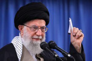 Thừa nhận sức ép cấm vận, lãnh tụ Iran nói giới lãnh đạo Mỹ 'ngớ ngẩn nhất hạng'