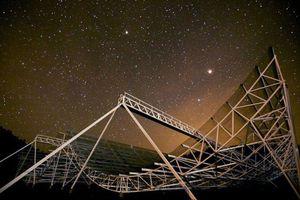 Phát hiện chớp sóng vô tuyến bí ẩn từ vũ trụ