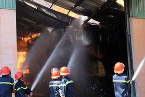 Xưởng sản xuất 2000m2 cháy rụi sau tiếng nổ lớn