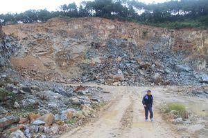 Hà Tĩnh: Nổ lớn, đá 'tử thần' bay vào nhà dân, nhiều người suýt mất mạng