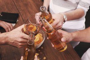 Vì sao truyền bia vào cơ thể người có thể giải độc được rượu nặng?