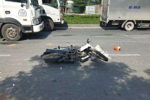 TP HCM: Nghi va chạm giao thông ngã ra đường, một cô gái tử vong