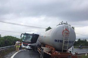Tai nạn giữa xe bồn chở khí hóa lỏng và xe khách trên đèo Hải Vân