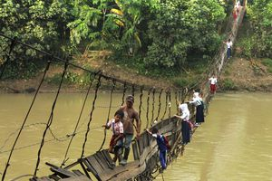 7 điều kiện khắc nghiệt trẻ em thế giới phải vượt qua để đến trường