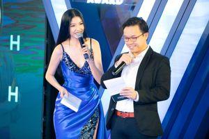 Á hậu Thúy Vân đắt show MC sự kiện cuối năm