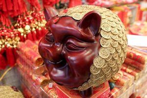 Năm Hợi: Đồ trang trí về lợn tràn ngập phố Hàng Mã