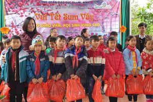 'Tết sum vầy' cho giáo viên và học sinh vùng cao Quảng Ninh