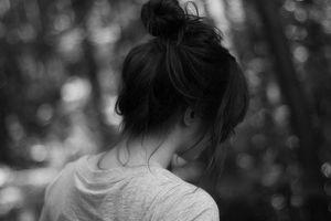 Một cô gái non nớt sẽ làm gì khi yêu phải kẻ đã sát hại cả gia đình