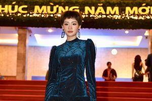 Jun Vũ và Diễm My 9X gợi cảm, Hiền Hồ cá tính trên thảm đỏ