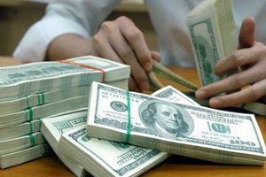 Tỷ giá trung tâm tăng, giá đồng USD tại ngân hàng ngược chiều đi xuống