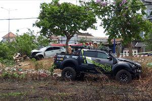 Hai ô tô lao lên lề đường tông chết người bán dưa hấu trên vỉa hè
