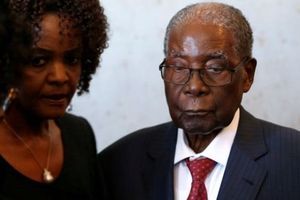 Cựu Tổng thống Zimbabwe bị trộm đột nhập nhà, lấy vali chứa 150.000USD