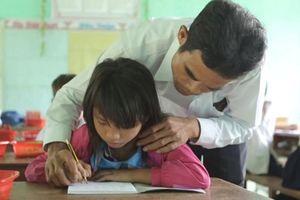 Giáo viên nhận đỡ đầu học sinh nghèo: Tô thắm nghĩa tình thầy trò